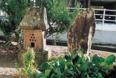 小島の庚申塔と六十六部