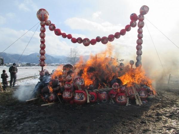参加者の思いをのせて、火は盛大に燃え上がります。