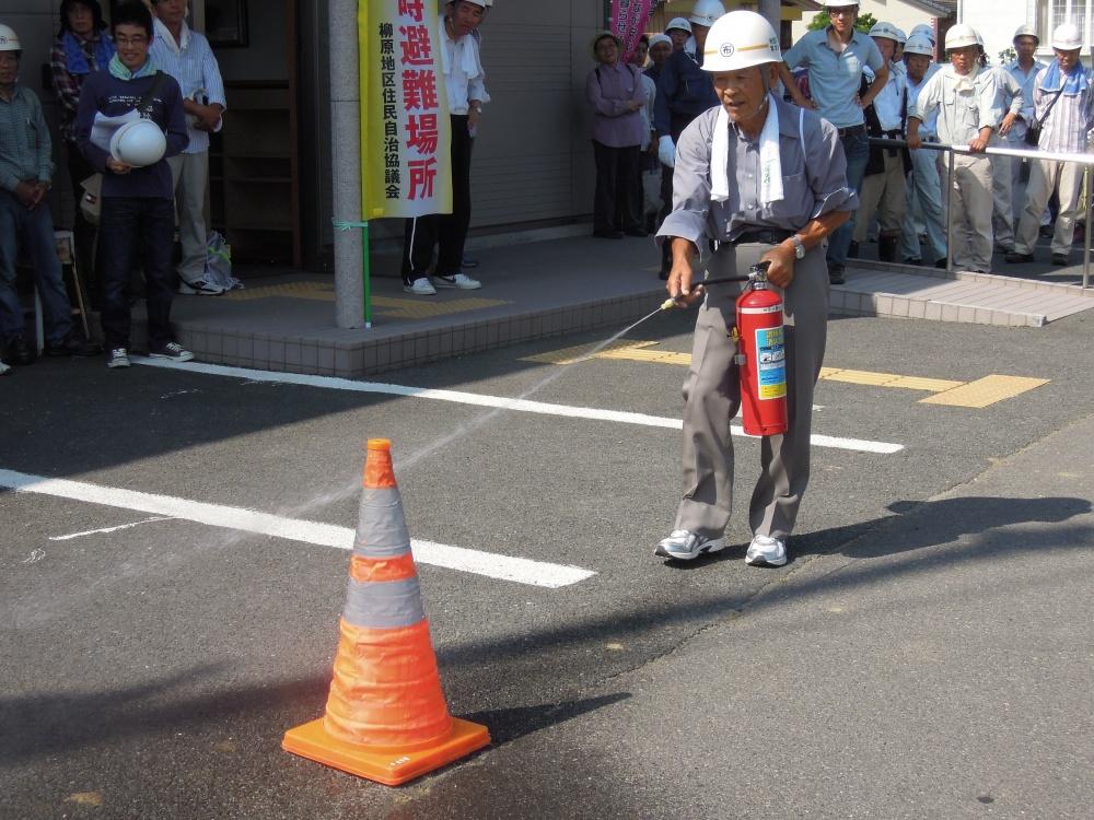 長野市消防局柳原分署の皆さんの指導による消火訓練