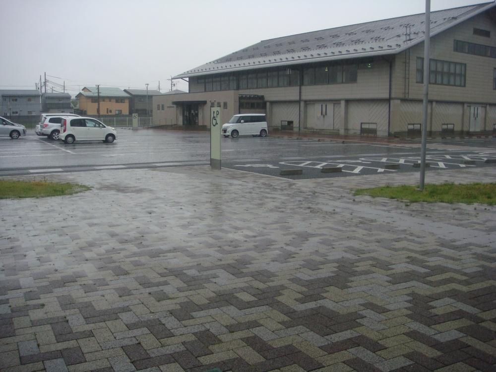 市民センター駐車場社会体育館の方向