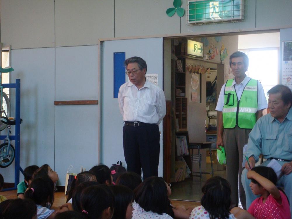 開演前、平井館長がお話をしています