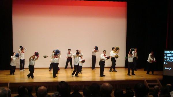 「ビートウッズ」のダンス 参加者も客席で体を動かし楽しいひと時