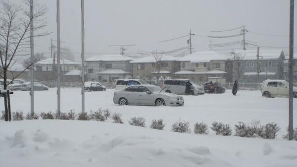 2月8日の柳原総合市民センター駐車場の様子