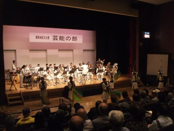 県警音楽隊、カラーガード隊の演奏と演技