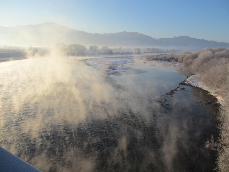 朝霧につつまれた千曲川