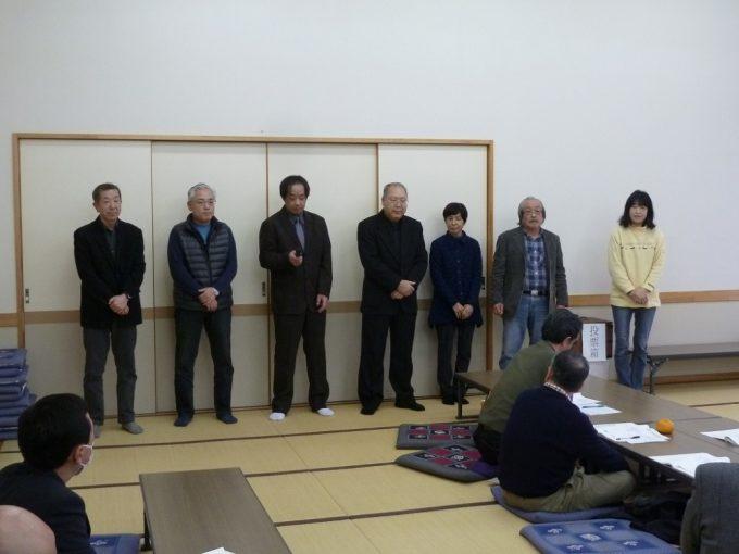 新常会長のみなさんです。 向かって左から第一常会西沢さん~第八常会長丸山さん。「これから一年間宜しくお願いします」