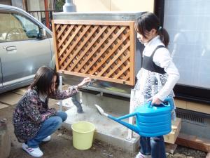 雨水貯留施設は家庭にも普及しています。市や業者(竹村製作所など)にご相談ください。