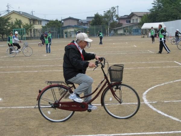 意外と難しい「自転車遅乗り競技」ですが、さすが長年の経験!見事な運転でした