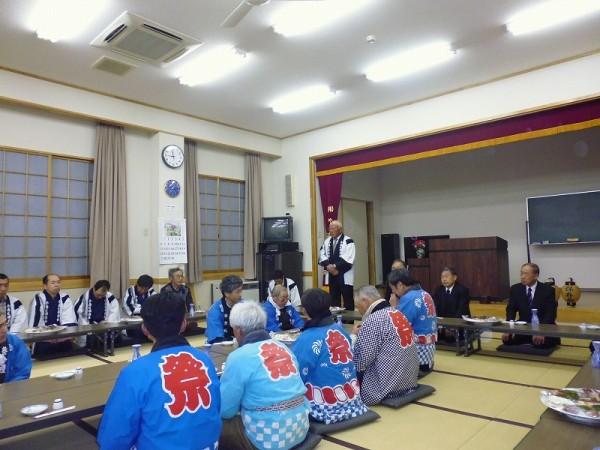 公会堂に戻り直会、森山保存会長さんの挨拶から厳粛に始まりました。