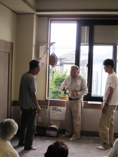 避難梯子を使っての避難の訓練