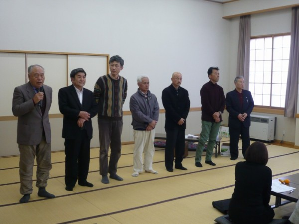 左から中村第一常会長、下島第二常会長、酒井第三条会長、奥山第四常会長、横川第五常会長、山本第六常会長、いちばん右 河浦第八常会長です。