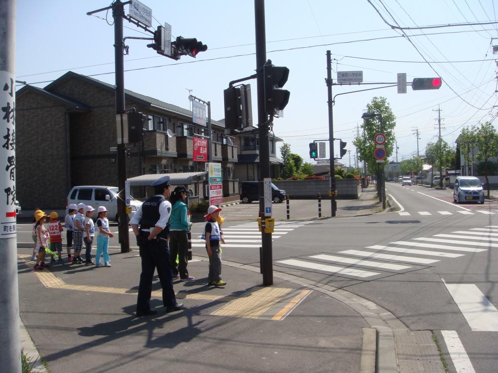 スクランブル交差点 歩行者用信号が青になったけどもういちど確認して
