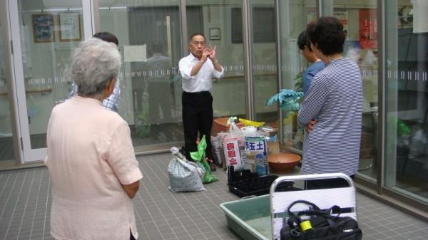 園芸家の山本先生が来てくださり、土壌の大切さを教えていただきました