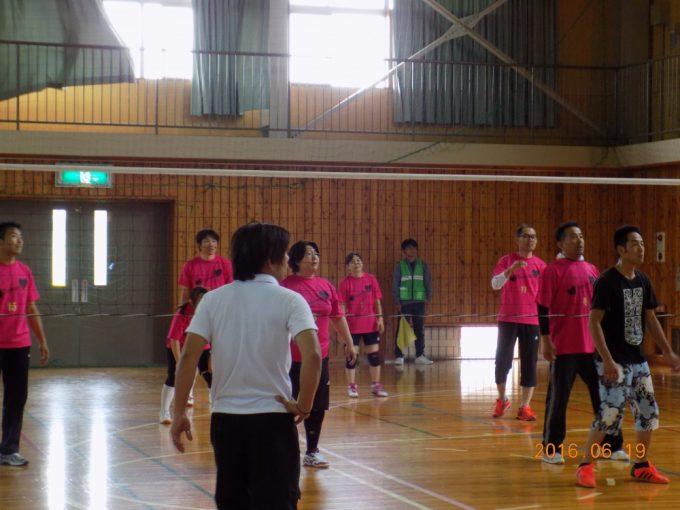 ピンクのユニフォームの中俣区チーム