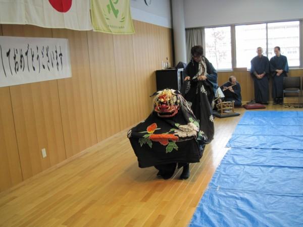 小島神楽保存会による獅子舞