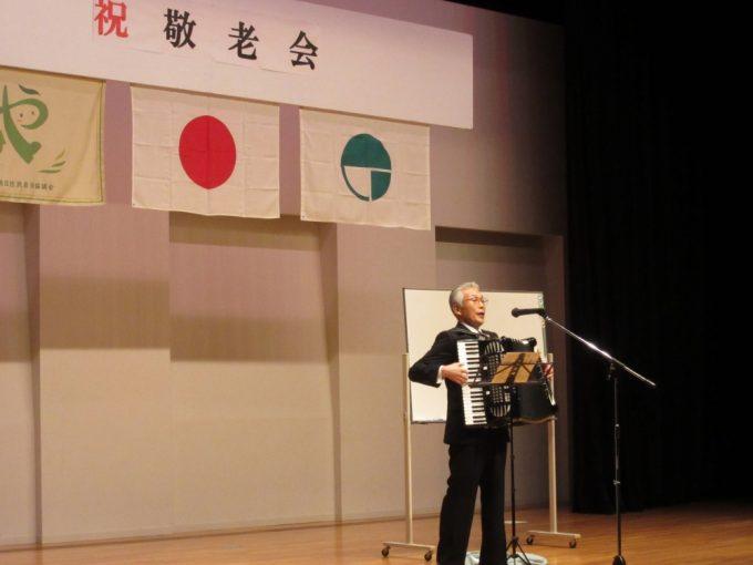 土屋良和さんのアコーディオン演奏とうた