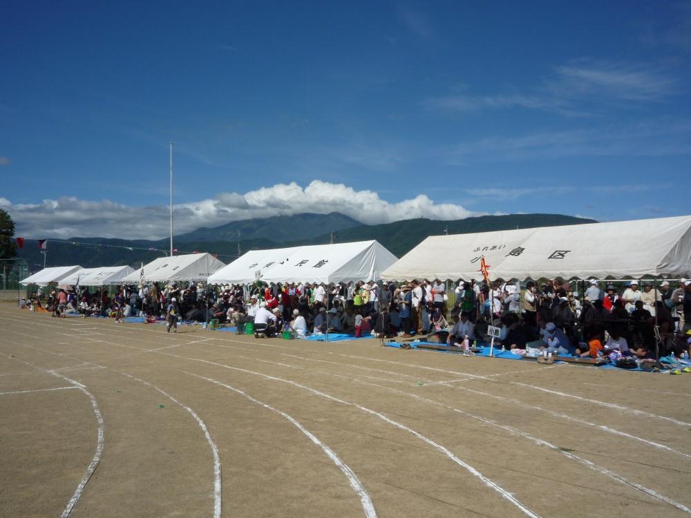 各区のテントがずらっと並んで応援にも力が入ります