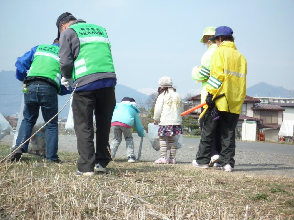 布野区内 八幡川沿い 小さな参加者