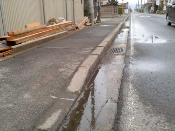いままでの歩道と比べると、傾斜が解消されていることがよくわかります